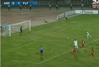 Atacante marca gol de pênalti batendo de forma especial - AC Variedades