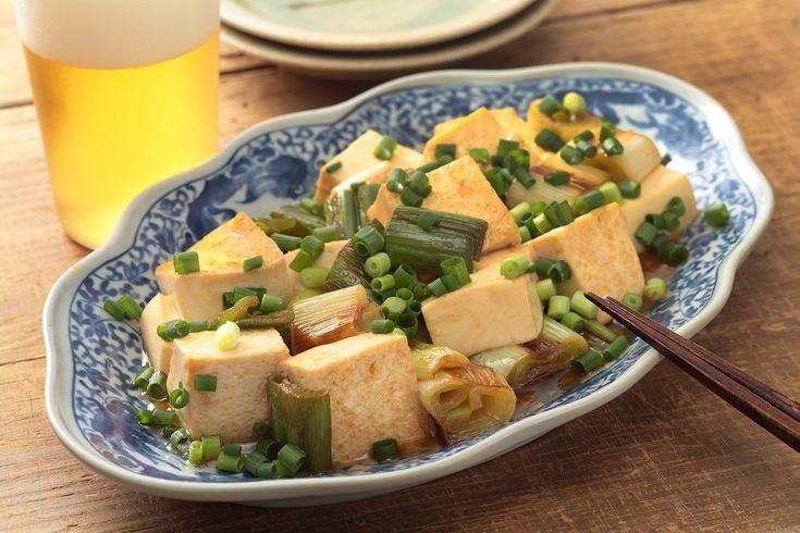長ネギと豆腐のピリ辛炒め | 長ネギの甘みを豆腐の食感とともに楽しむ、中華風の炒めもの。