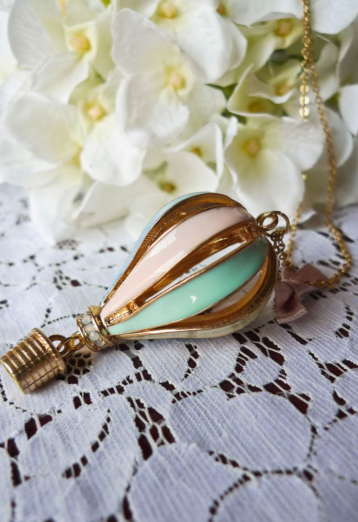 hot air love!Fashion, Style, Clothing, Jewelry, Accessories, Hot Air Balloons, Colors Fire, Balloons Necklaces, Fire Balloons
