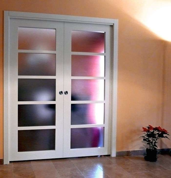 Porte scorrevoli in vetro - Porta con cornice in legno bianco
