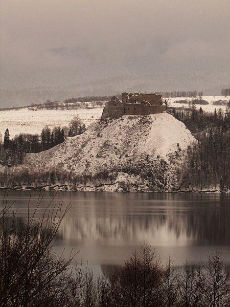 Czorsztyn Castle by LadyHannah