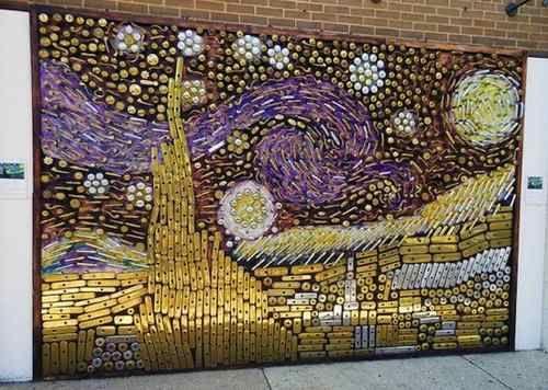Un'originale Notte Stellata di Van Gogh realizzata con più di mille vecchie maniglie per le porte