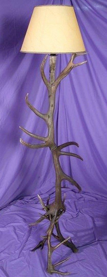 Lámpara de pie realizada en asta de ciervo. Más info: www.artesania-alla.es