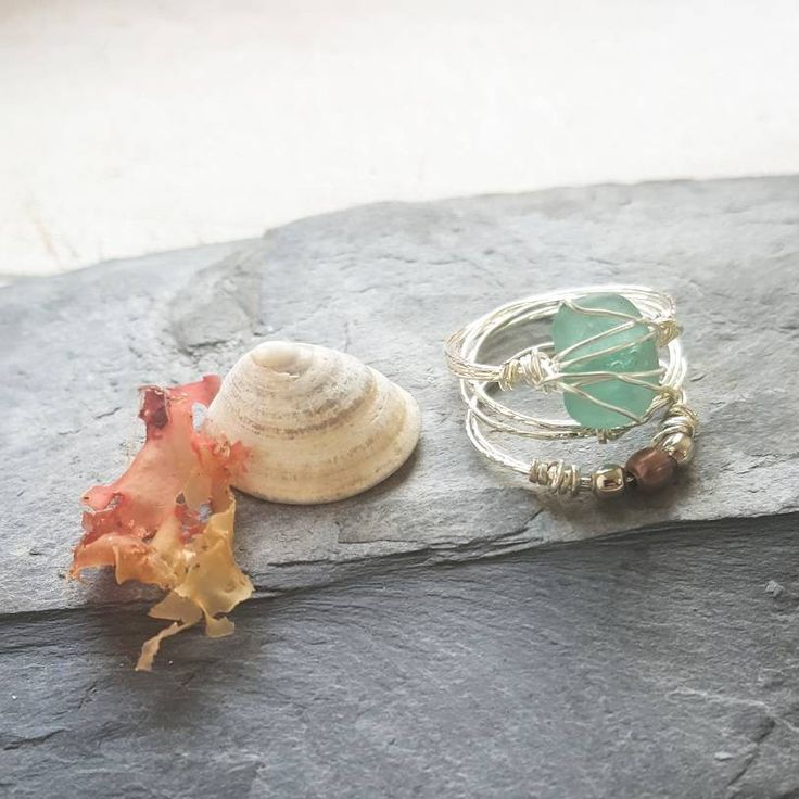 This boho style set of seaglass stacking rings is romantic and earthy. I know that so many people, like me, feel the call of the sea and the salty breeze in their soul. My aim is to bring a little slice of that romantic ocean escape to my customers with this nature jewelry ♡ --------------------