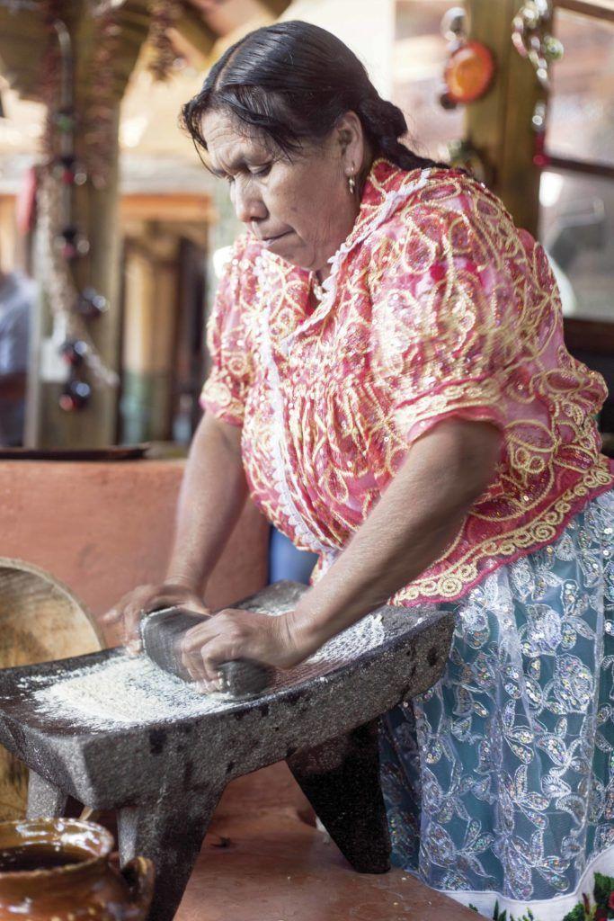 Maestra cocinera Juana Bravo de Michoacán