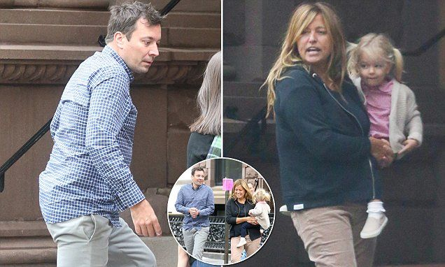 Jimmy Fallon arrives at his NYC with his wife amid marriage trouble rumors | Daily Mail Online