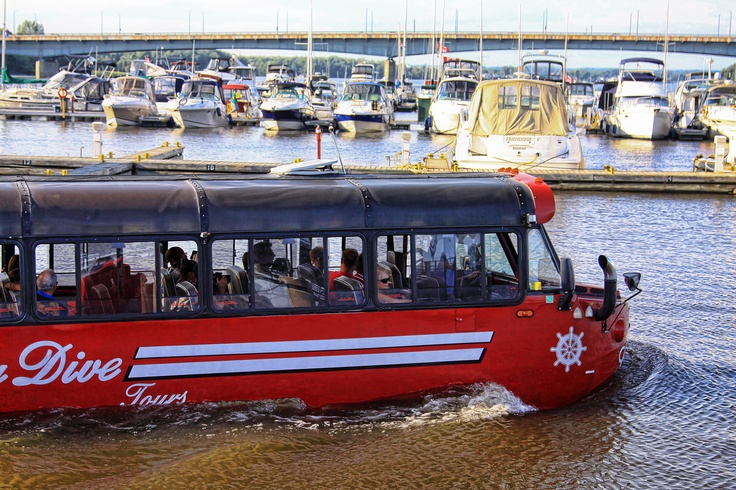Amphibian bus on Ottawa river