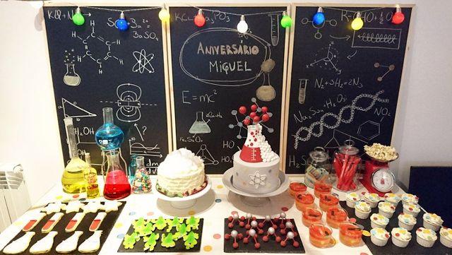 Mesa do bolo festa ciência