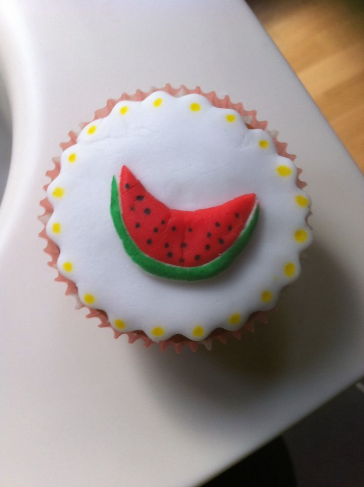 watermelon cupcake with sugarpaste