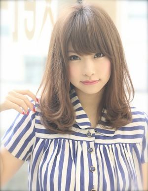 AFLOAT Xel-Haのヘアスタイル | 上品で小顔に簡単スタイリングセミロングヘアスタイル | 東京都・青山・表参道の美容室 | Rasysa(らしさ)