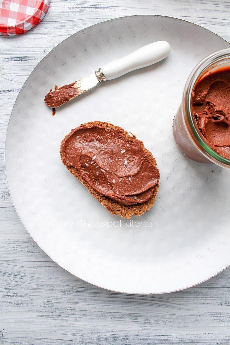My Little Expat Kitchen (in Greek): Άλειμμα φουντουκιού-σοκολάτας (μια σπιτική, καλύτερη Nutella)