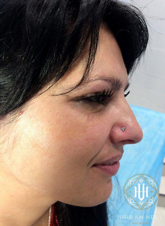 Piercing nostril con trinity de cristal blanco de neometal #Piercing #PiercingNariz #PiercingNostril #Nostril #Neometal #PiercingNoise #PerforacionNariz