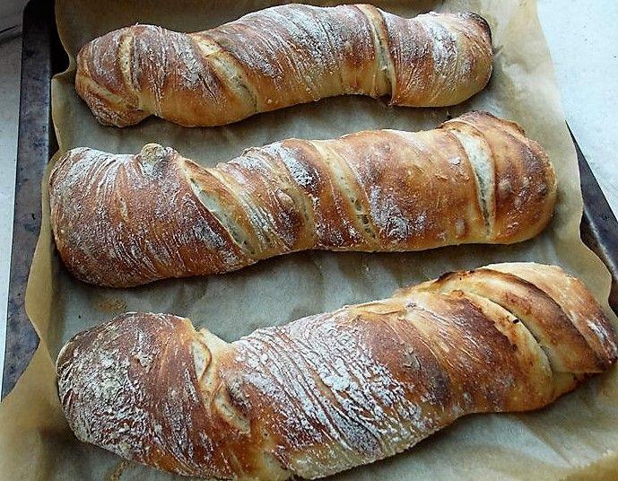 Szeretek kenyeret sütni, elsősorban az illata miatt, meg azért,mert tudom, mit teszek bele. Szoktunk persze a boltban is venni, elsősorban baguette-t, amiben persze a pékségek a legjobbak, mert a szupermarketekben sokszor az előregyártott kenyereket sütik ki. Van kenyérsütőgépem, amit…