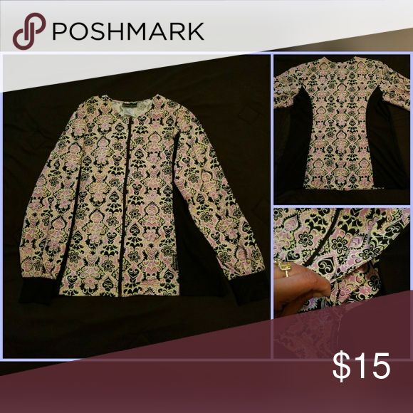 🏥Attention health/medical personal🏥 Lab jacket🌼 SUPER CUTE Vintage floral print lab jacket/ PPE, stretch side, discrete front pockets with zip up Cherokee Tops