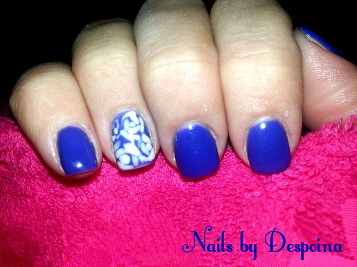 Blue nails, roses