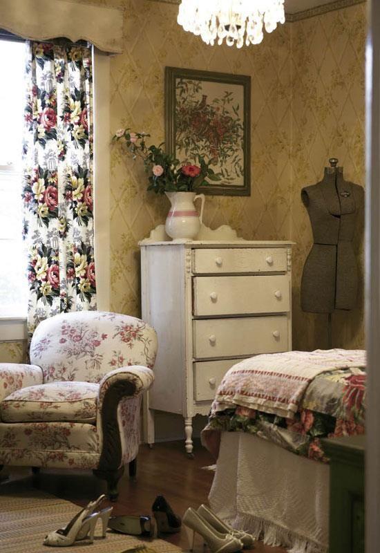 25 best english cottage decorating ideas on pinterest english cottage kitchens english for English style bedroom decorating ideas
