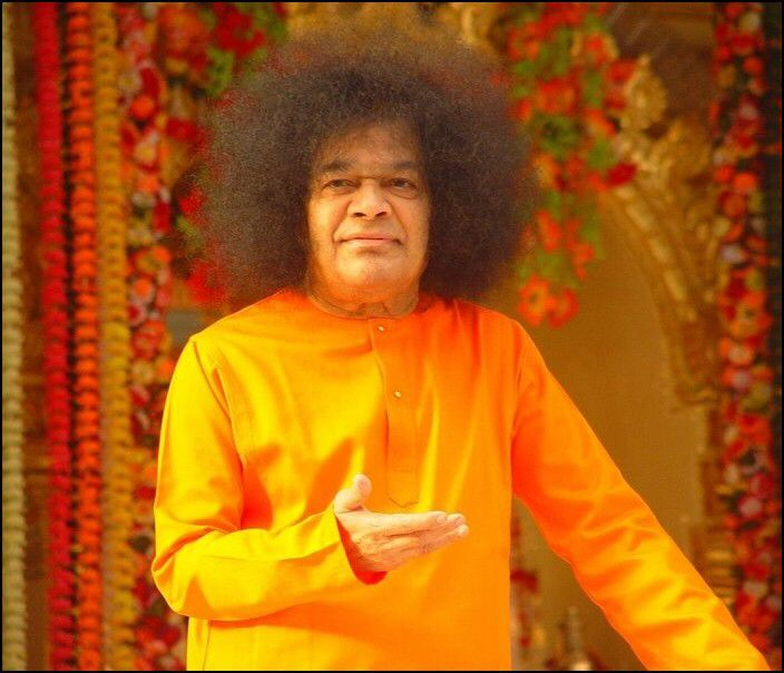 """""""You must render service out of spontaneous urge from within, with a heart filled with love."""" ~ Sri Sathya Sai Baba #SathyaSai #Selfless #Service #SEVA #ServeAll #Love #LoveThroughAction"""