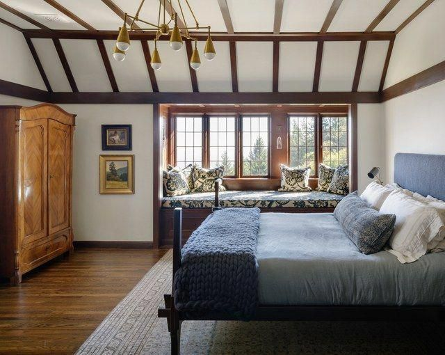 Go Inside A Historic Portland Tudor That S Surprisingly Modern Photos Architectural Digest Modernhomedecorbathroom Home Decor Bedroom Home Tudor Style Homes