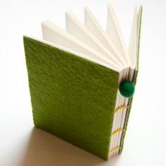 Ponponlu Yeşil Keçe - #tasarim #tarz #yesil #rengi #moda #hediye #ozel #nishmoda #green #colored #design #designer #fashion #trend #gift yeşil tasarım