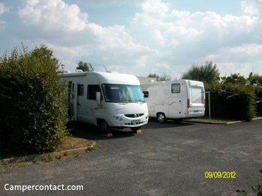 Camperplaats Montsalvy (Aire Municipale)   Campercontact