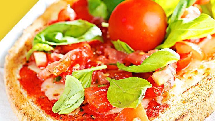 Mit einem Toast mit Mozzarella und Tomaten ist der Hunger Deines Kleinkindes einfach und schnell gestillt. Hier findest Du das Rezept. Guten Appetit!
