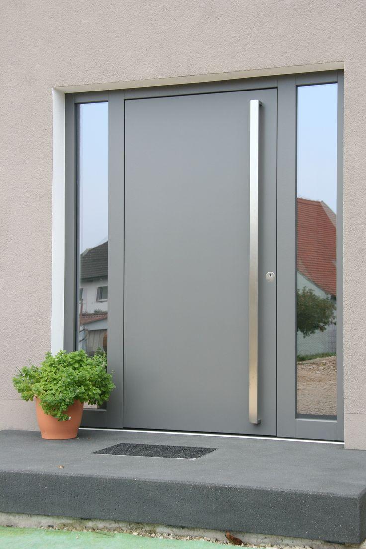 moderne Haustür mit seitlichen Glasfenstern – #fa…