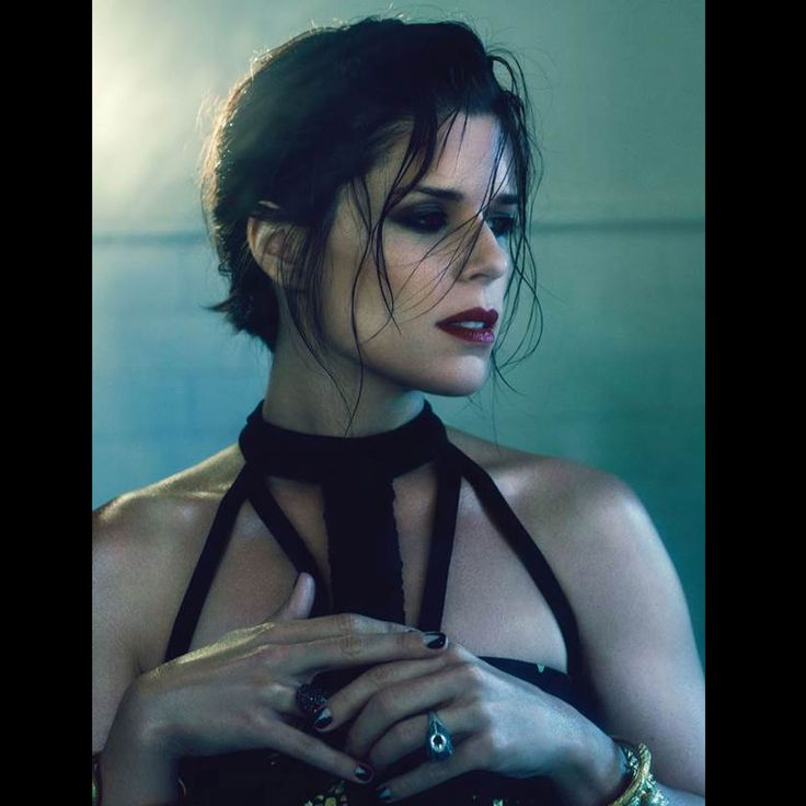 American actress Neve Campbell shot by Twelv magazine in Carrera y Carrera jewels. #carreraycarrera #nevecampbell #twelvmagazine #peacock #jewelry #ring #goldenrings #goldenjewels #jewels #joyas #shine #instajewel #instafashion #style #chic #luxury #editorschoice #celebrity #celebritychoice