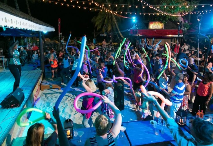 Discover why Harbour Lights beachfront open-air nightclub is THE place to party in #Barbados: http://tripgui.de/HarbourLightsBDS