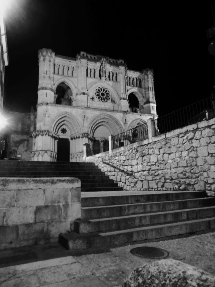 la Catedral desde un ángulo de la plaza Mayor