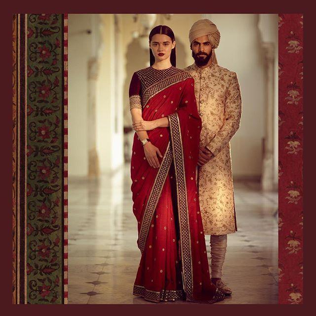 How does one define a signature Sabyasachi sari? We would say with a strong border, bel-butta and a rustic organic fabric. Best paired with our 'kanthi' blouse sans jewellery. We call it 'traditional chic'. On Arya: Bone ivory aari sherwani with a gold tissue maheshwari safa. #Sabyasachi #RedMatkaSari #Bridalwear #DiamondJewellery #JadauJewellery #GoldJewellery #BridalJewellery #IndianDesigner #IndianCouture2017 #TheWorldOfSabyasachi Location Courtesy: Rambagh Palace @rambaghpalace