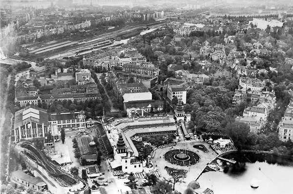 Der Lunapark galt zu Beginn des 20. Jahrhunderts als größter Vergnügungspark Europas. Es gab unter anderem eine sechs Kilometer lange Berg- und Talbahn, eine Wasserrutschbahn und ein Theaterhaus.