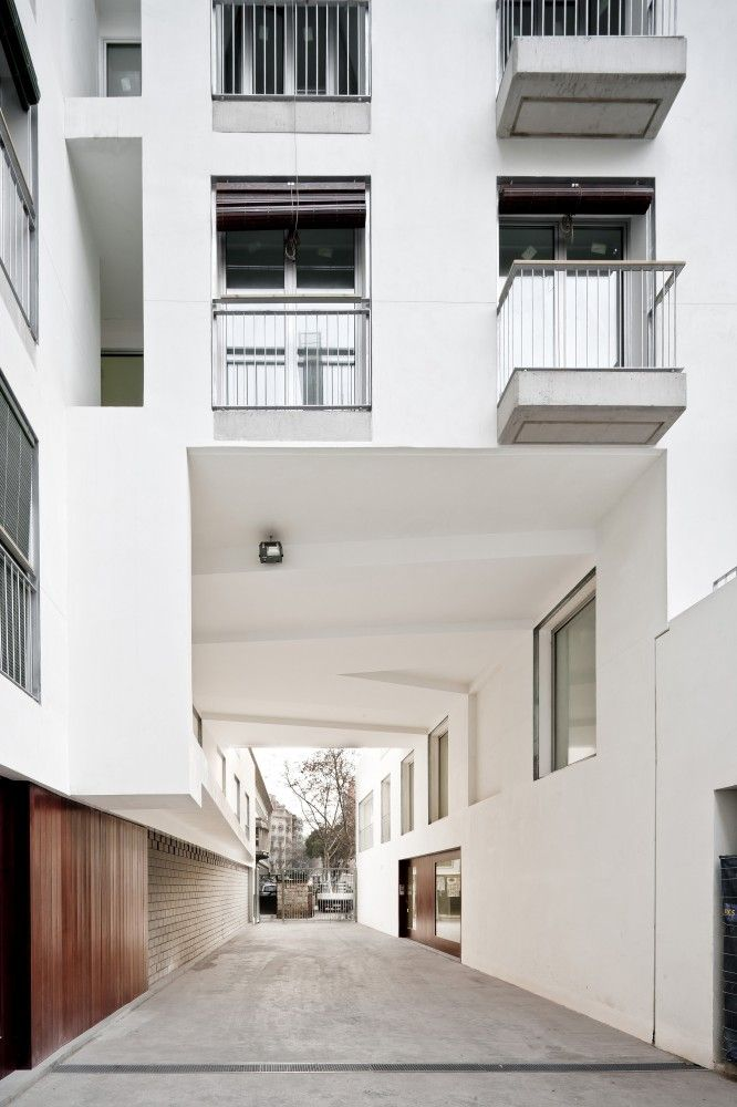 127 Subsidized Dwellings in Barcelona / Bru Lacomba Setoain