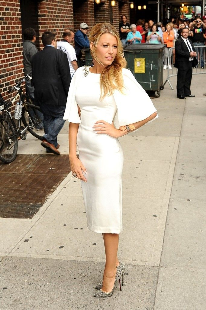 """Blake Lively looks ethereal in a flowing white frock at """"The Late Show With David Letterman."""" The blonde bombshell appeared on the late-night show to talk about her upcoming film, """"Savages. June 26, 2012"""