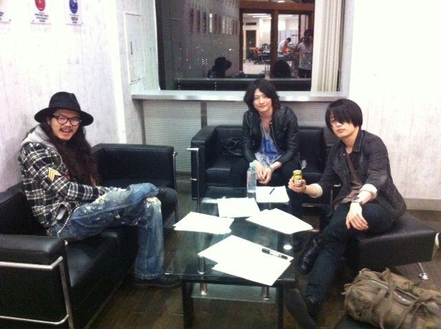 [Champagne]磯部寛之・白井眞輝・庄村聡康2013/4/18 ZIP-FM77.8「Find Out」この日は[Champagne]の他のメンバーも遊びにきました!