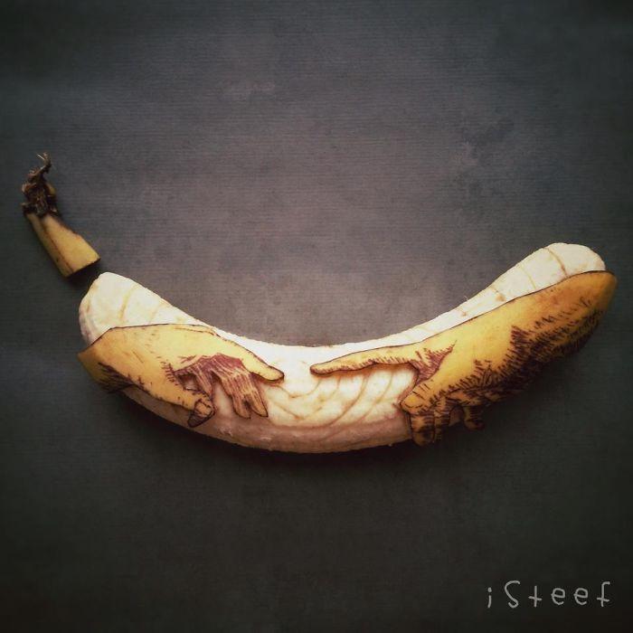 Un artista holandés transforma plátanos en obras de arte !!! Algo efímero :-)   Da Vinci hands !!!!