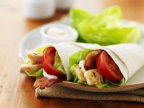 Wraps mit Hähnchen und Tomaten - smarter - Kalorien: 263 Kcal - Zeit: 30 Min. | eatsmarter.de