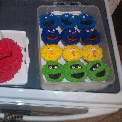 elmo cake and sesame street cupcakes for a 2 year old's birthday