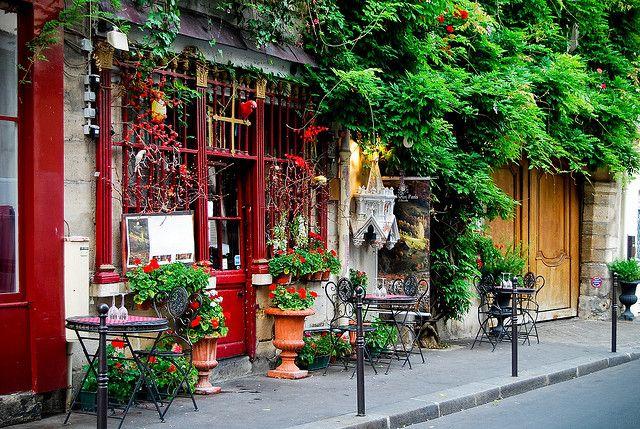 Au Vieux Paris d'Arcole  24 rue Chanoinesse  75004 Paris    Fermé pour le déjeuner le lundi et le samedi.