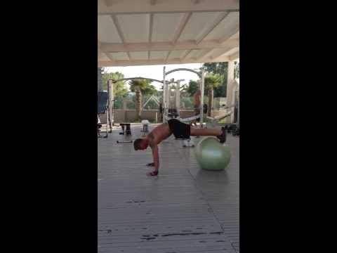ONE EXERCIZE FOR YOUR SHOULDERS AND CORE...ALSO IMPROVE STABILITY, BALANCE, PROPRIOCETTIVITY.