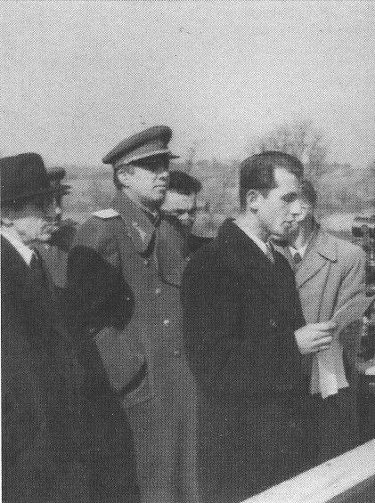 Enver Hoxha ne inagurimin e hekurudhes Tirane - Durres, shkurt 1949.