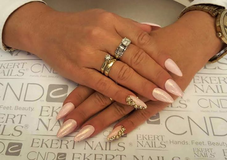 Sweet and glamour pink manicure :)  Shellac, CND, Vinylux  #blinkblink #ekert #nails
