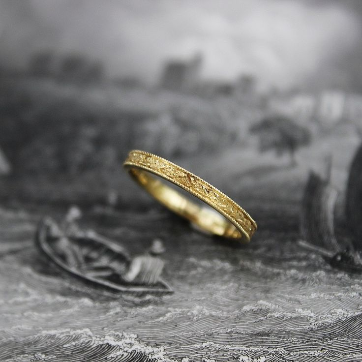 18ct gold 2mm flat court laurel leaf and milled edge