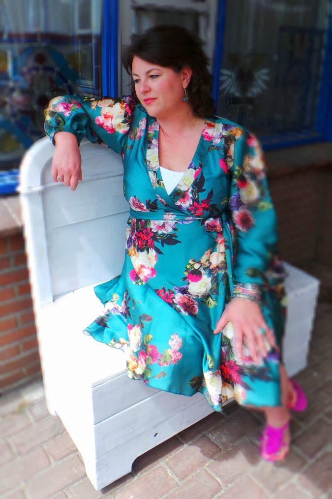 satijnen wikkeljurk, Savannah, Curve Collective, Stylicious, grote maten mode, plus size