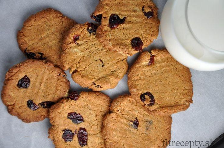 Názov receptu naozaj neklame –tieto cookies budúnaozaj tie najlepšie zdravé cookies s chrumkavými okrajmi a vláčnym vnútrom, aké ste kedy mali. Oproti bežným cookies navyše obsahujú omnoho viac bielkovín, vlákniny a zdraviu prospešných látok. Ingrediencie (na 14ks): 1,5 hrnčeka cícerovej múky štipka morskej soli 1 ČL prášku do pečiva 5-6 PL kokosového oleja (odmerajte po […]