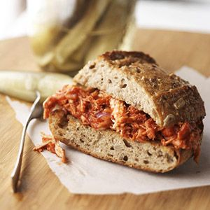 Pulled Chicken Sandwiches: Recipes Barbecue, Hamburg Buns, Red Onions, Cooking Chicken, Cups Shredded, Pulled Chicken Sandwiches, Shredded Chicken, Barbecue Sauces, Pull Chicken Sandwiches