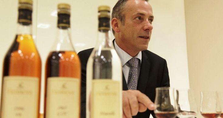 Ο Τάσος Μητσελής συνάντησε τον Παγκόσμιο Πρεσβευτή του μυθικού Hennessy και διευθυντή των αποστακτηρίων του, Olivier Paultes και είχαν έναν σύντομο αλλά απολαυστικό διάλογο για το αριστουργηματικό cognac που δεν μοιάζει με κανένα άλλο απόσταγμα.