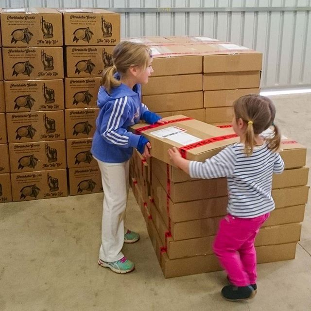 Your orange orders being dispatched by the Fresh Citrus Direct (@Citrus_Direct) warehouse team. See their stall in the link in our bio.  #FreshCitrusDirect, #FarmersMarket, #FarmhouseAU, #Packing, #Foodie, #Australia, #Riverland, #SouthAustralia, #Oranges, #NavelOranges.