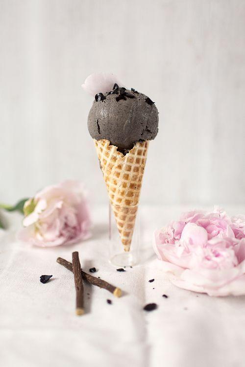 mademoiselle-rose-things:    … black sesame licorice icecream…