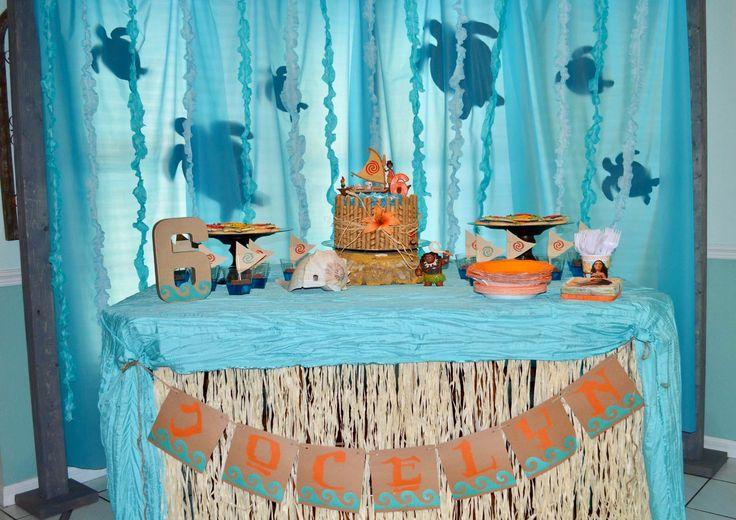 Moana Party table with sea turtle backdrop #moanaparty #aquablue #turning6