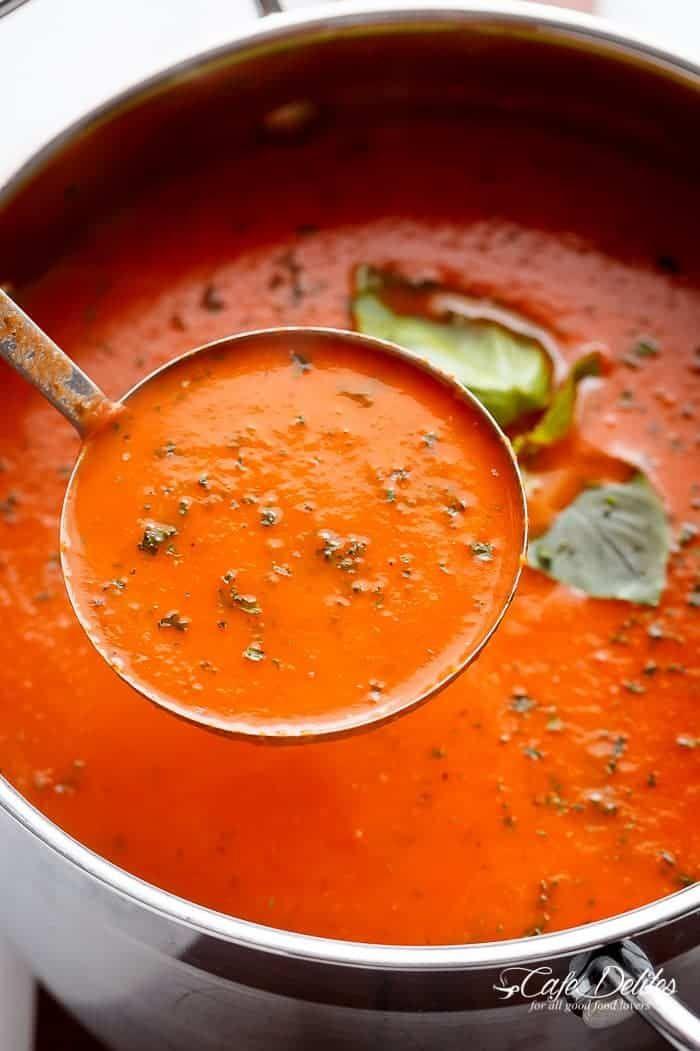 Kremowa zupa pomidorowa z bazylią   https://cafedelites.com